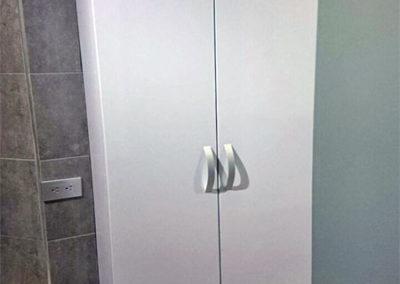Alacena auxiliar con puertas en fórmica