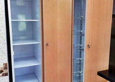 Muebles de alacena en fórmica con cantos en aluminio entrepaños o herraje extraible
