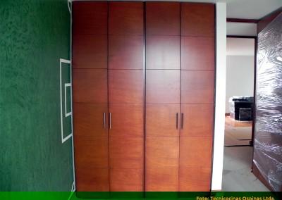 Closet en MDF pintado con laca catalizada. Diseño chocolatina