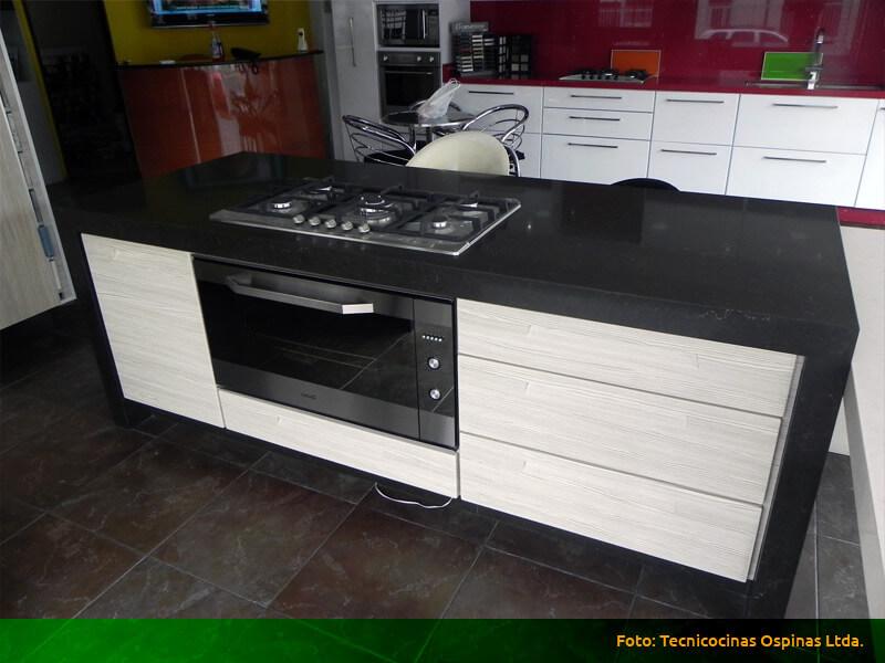 Modernas cocinas integrales fabricadas en termolaminado for Mueble isla cocina