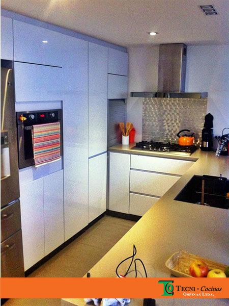 Cocinas integrales terminadas en pintura poliuretano for Cocina integral l