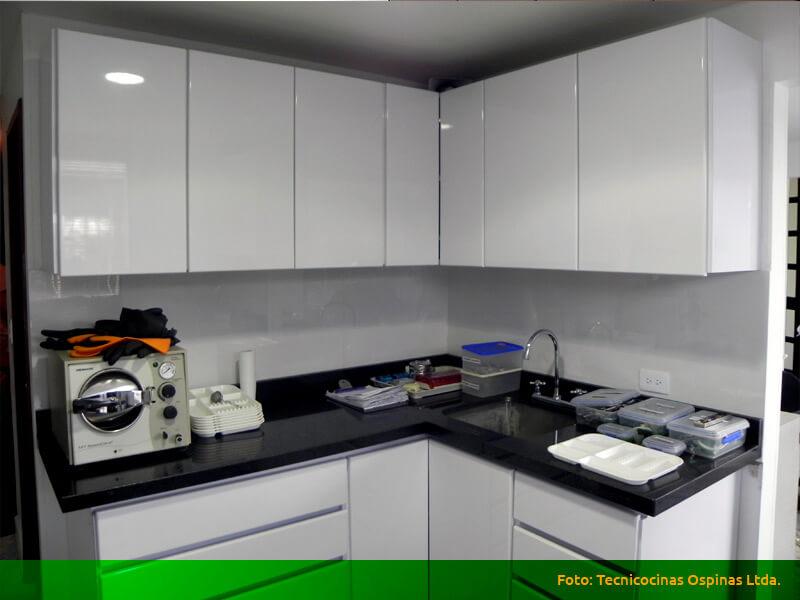 Cocinas integrales terminadas en pintura poliuretano for Cocinas con granito negro