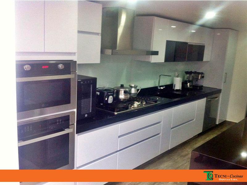 Cocinas integrales terminadas en pintura poliuretano for Cocinas terminadas