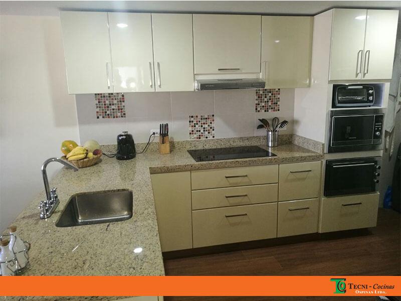 Cocinas integrales terminadas en pintura poliuretano for Cocinas en granito natural