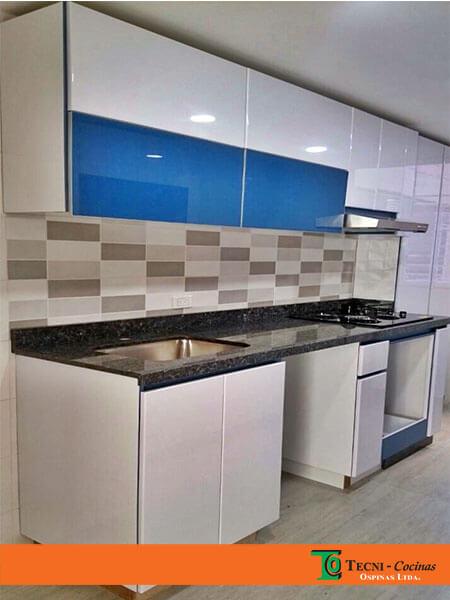 Cocinas integrales terminadas en pintura poliuretano for Cocina pintura pato azul