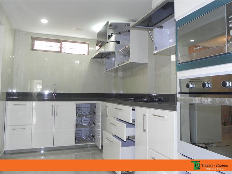 Cocinas integrales terminadas en pintura poliuretano