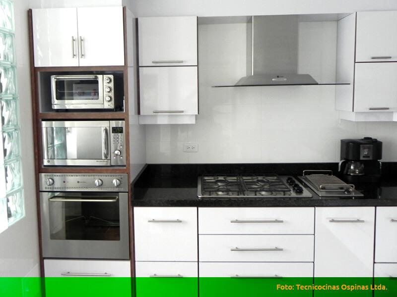 Cocinas integrales terminadas en pintura poliuretano for Cocinas integrales con horno