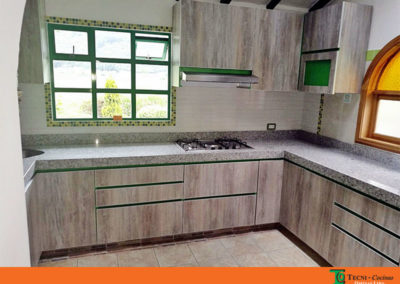 Cocina integral en formica con mesón en granito instalada en Tenjo