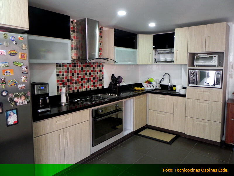 Modernas cocinas integrales fabricadas en termolaminado for Cocinas integrales modernas