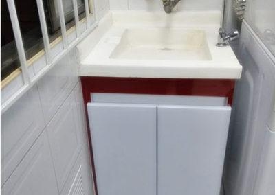 Mueble para lavadero en formica blanca con mesón en policuarzo