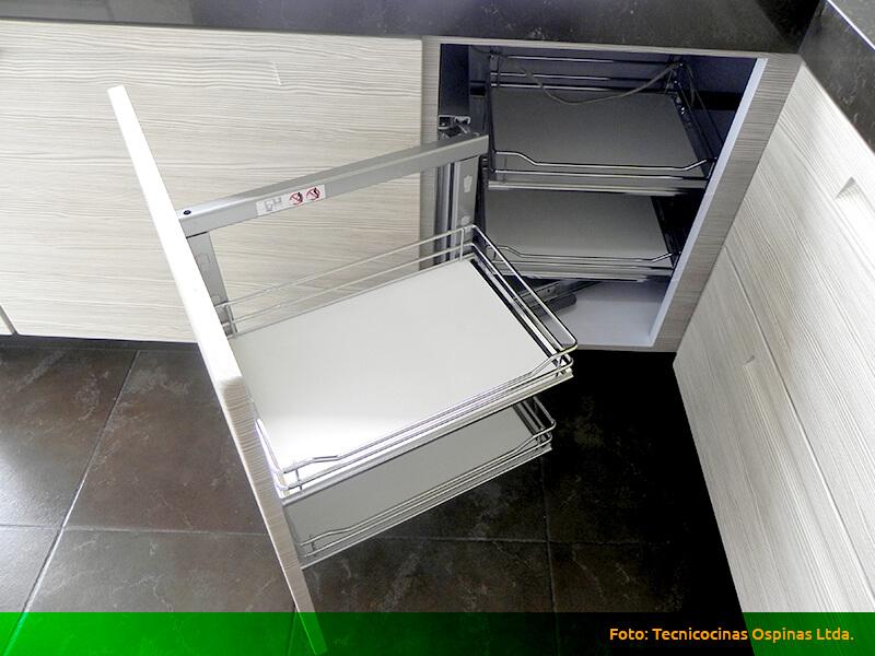 Esquinas m gicas espacios optimizados con gran dise o - Herrajes para muebles cocina ...