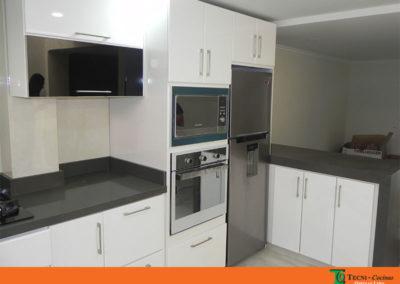 Mesón en quarztone gris cocina moderna