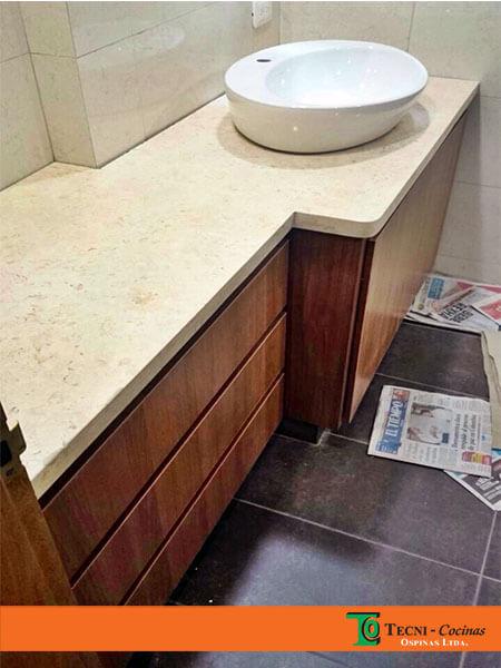 Mueble de baño en Madecor con mesón en Mármol