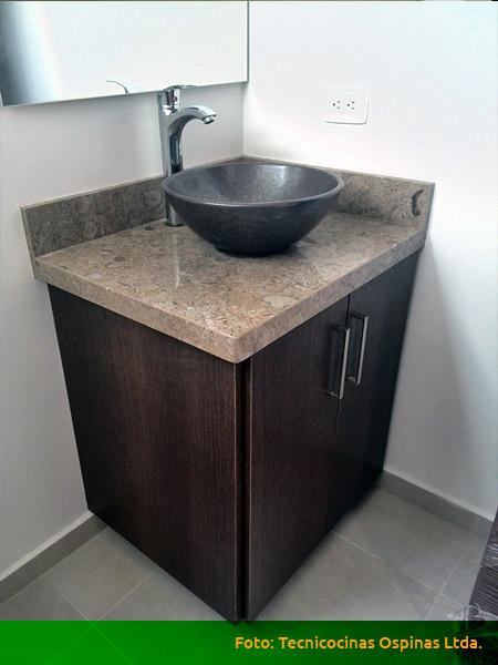 Muebles de baño, acabados en fórmica, mármol y granito.