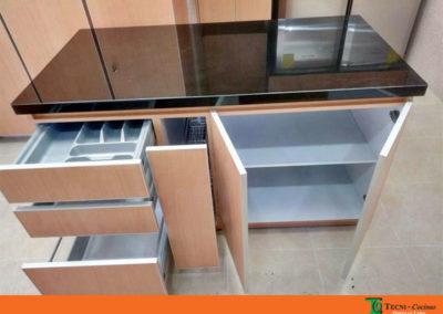 Mueble-isla-formica-cantos-aluminio-meson-granito-abierto