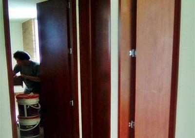 Puertas en madecor con marcos laterales y superiores