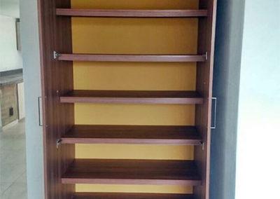 Mueble de entrepaños en madecor - vista interna