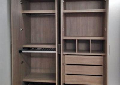 Closet en madecor con diseño persoanlizado, pantalonero y zapateros