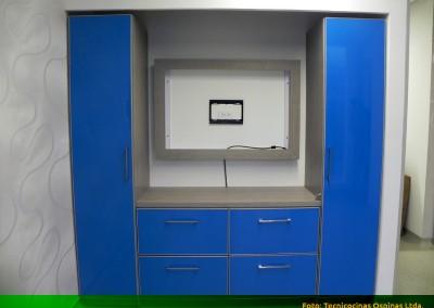 Multimueble de oficina, en fórmica con canto en aluminio.