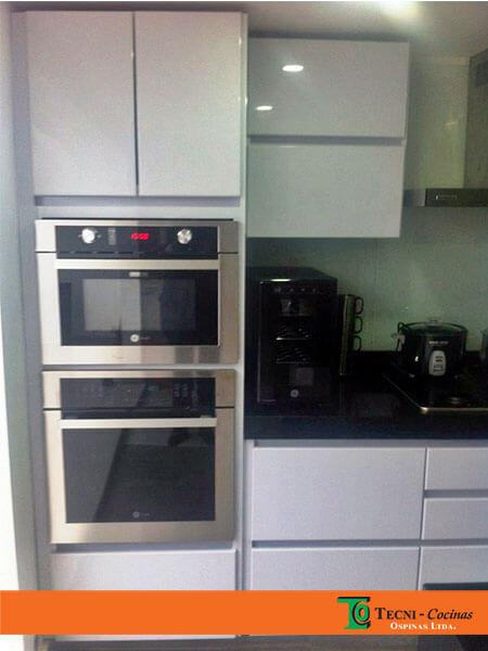 Cocinas integrales terminadas en pintura poliuretano for Pintura para puertas de cocina