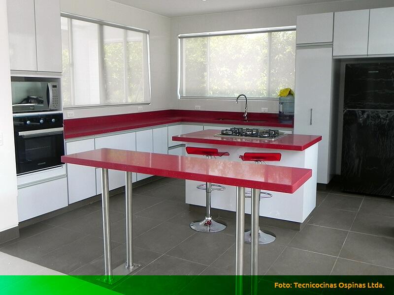 11cocina con isla moderna roja for Cocinas integrales en aluminio