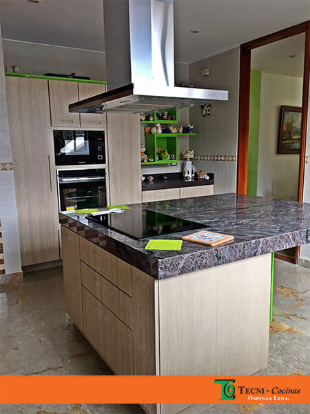Elige tu cocina integral ideal en forma de l u con for Cocinas integrales con isla central