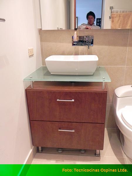 Muebles de baño, acabados en fórmica, mármol y granito